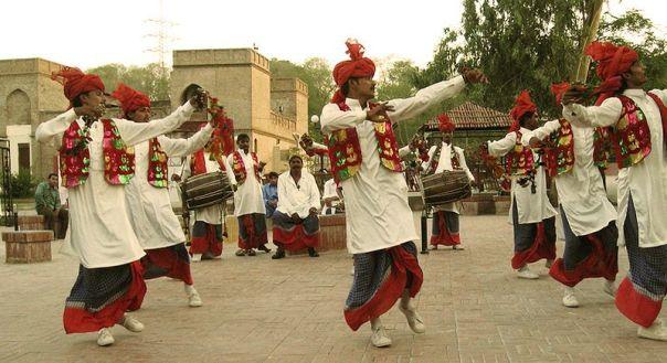 Bhangra dancers (Wikimedia Commons)